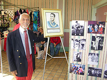 Bill Tapia poses with his Hall of Fame portrait at Ukulele Expo's Uke Fest West, April 2004